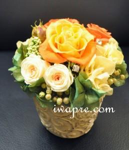 きれいなイエローローズと、グラデーションのきれいな淡いミニローズがかわいいアレンジ