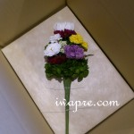 菊だけを使った仏花です