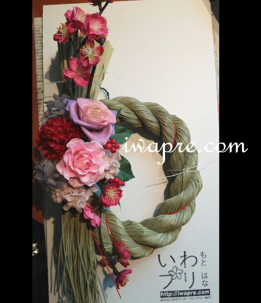 福井市いわもとプリはなの オーダー しめ縄 プリザーブドフラワーを使ったピンク×パープルのしめ飾りです