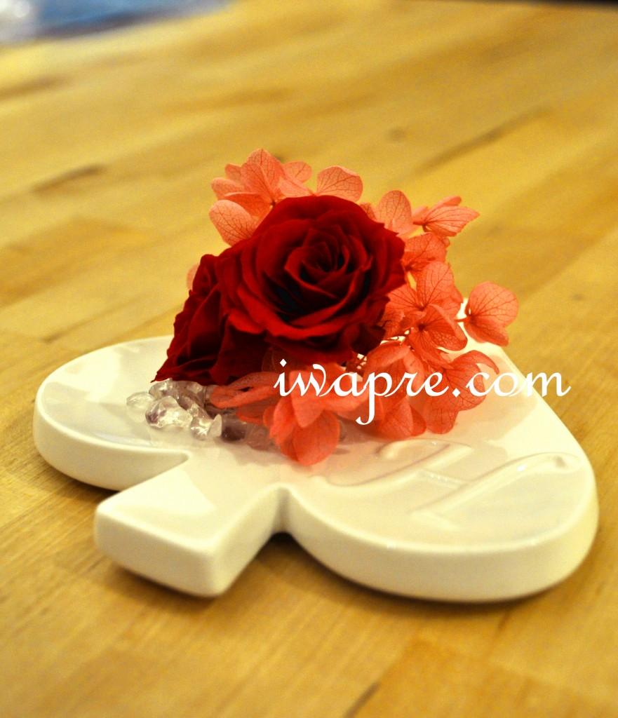 フラワーバレンタインやホワイトデーにぴったりのイニシャルプレートです